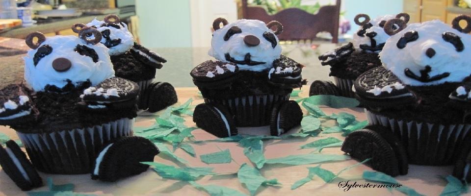 How to Decorate Panda Cupcakes