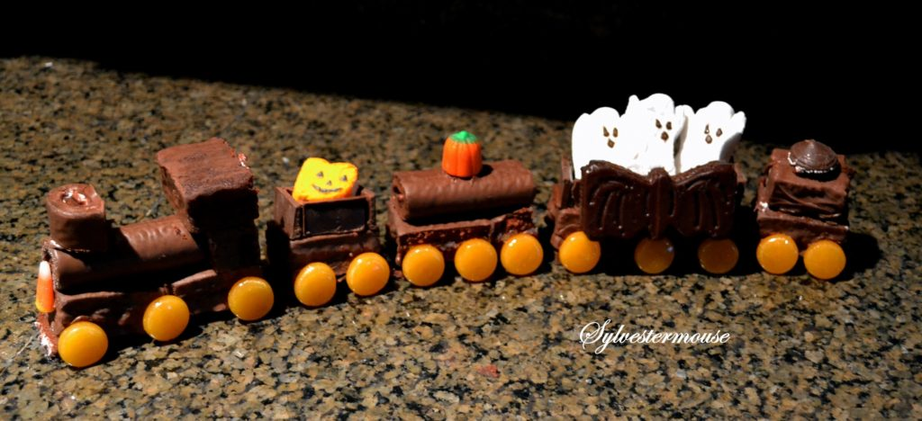 Halloween Ghost Train Cake Tutorial