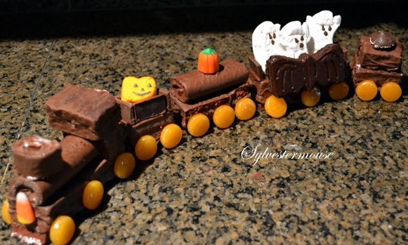 Halloween Ghost Cake Train Tutorial