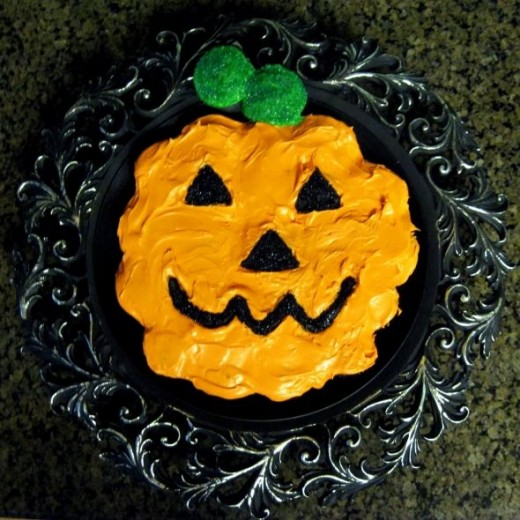 Step by Step Directions to Make a Halloween Pumpkin Cupcake Cake